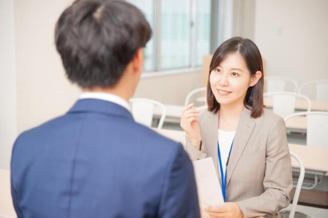 【東京都港区】年収500万可!社宅有り&年間123日休み 東証一部企業